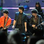 【和訳/歌詞】Jonas Brothers ジョナス・ブラザーズWhat A Man Gatta Do 覚悟を決めて君にアタック!